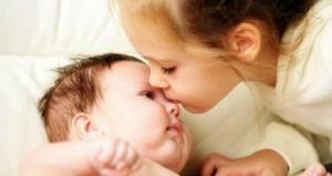 Разговор девочки с малышом