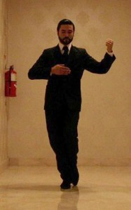 Человек танцует